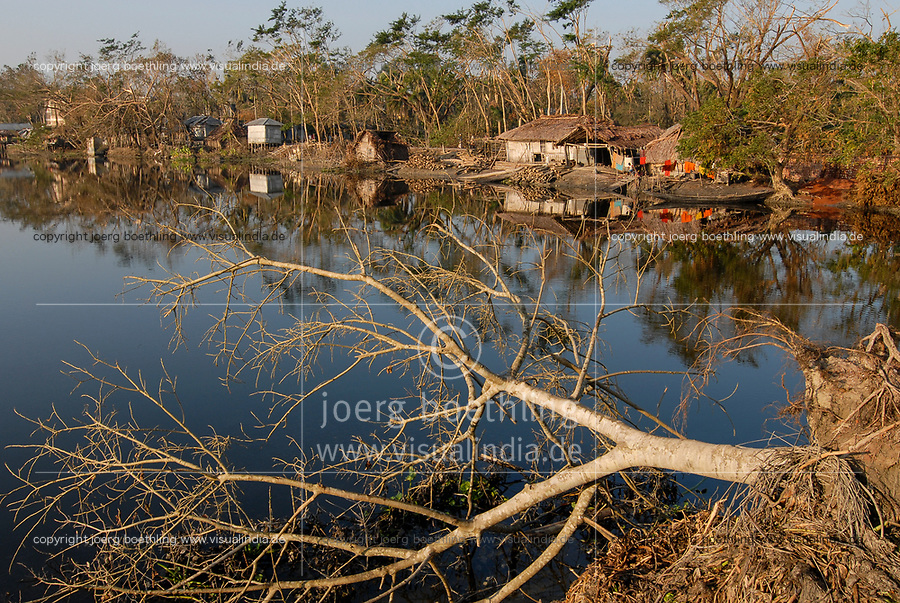 BANGLADESH, cyclone Sidr and high tide destroy villages in Southkhali in District Bagerhat / BANGLADESCH, der Wirbelsturm Zyklon Sidr und eine Sturmflut zerstoeren Doerfer im Kuestengebiet von Southkhali