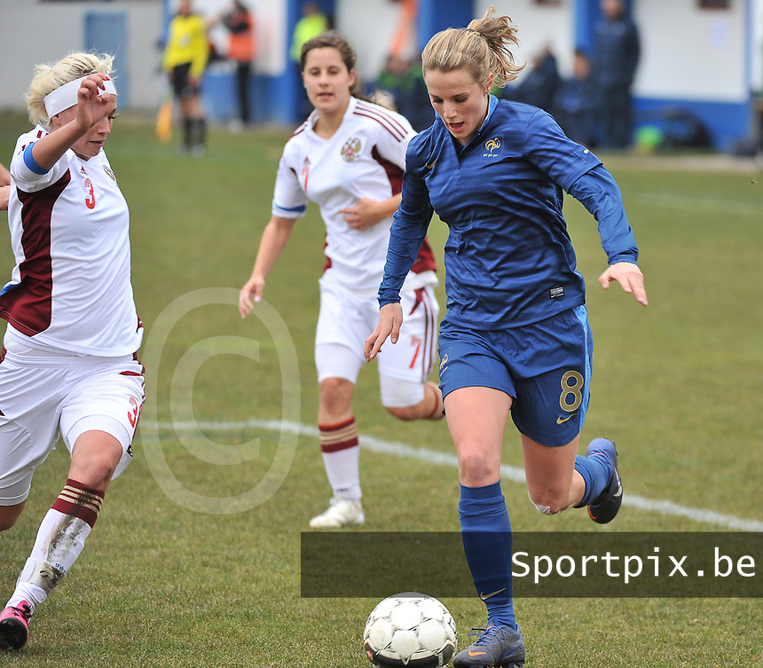 France U19 - Russia U19 : Sandie Toletti has the ball before Russian defender Anastasia Konyukhova (7).foto DAVID CATRY / Nikonpro.be