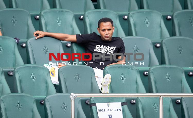 Letztes Spiel Raffael (Bor. Moenchengladbach) sitzend auf der Tribüne.<br /><br />27.06.2020, Fussball, 1. Bundesliga, Saison 2019/20, 34. Spieltag, Borussia Moenchengladbach - Hertha BSC Berlin, <br /><br />Foto: MORITZ MUELLER/POOL/via/Meuter/Nordphoto<br />Only for Editorial use