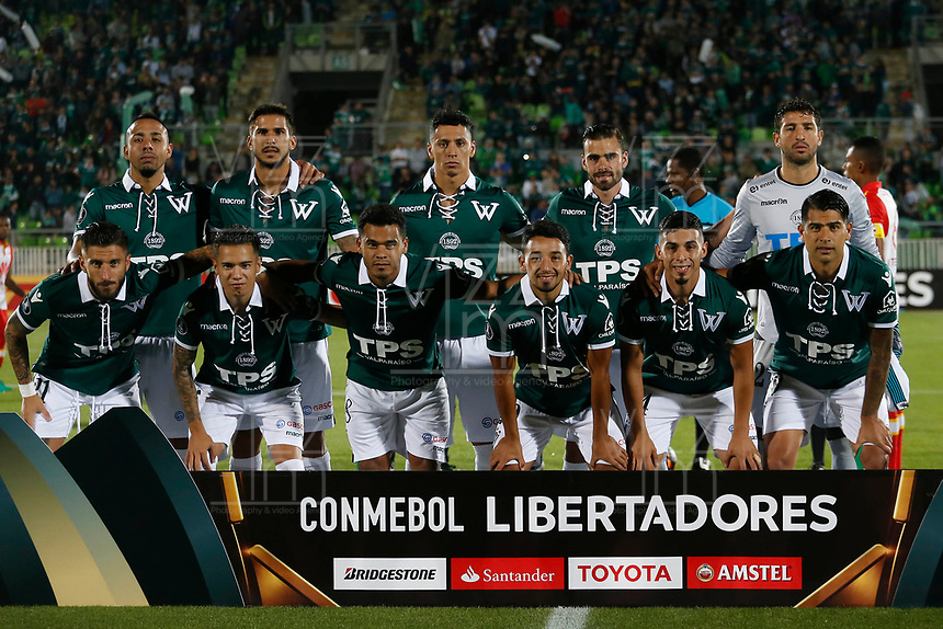 VALPARAISO - CHILE - 13 - 02 - 2018: Los jugadores de Santiago Wanderers, posan para una foto, durante partido de ida entre Santiago Wanderers (CHL) y el Independiente Santa Fe (COL), de la fase 3 llave 1 por la Copa Conmebol Libertadores 2018, jugado en el estadio Bicentenario Elias Figueroa de la ciudad de Valparaiso. / The players of Santiago Wanderers, pose for a photo, during a match of the first leg between Santiago Wanderers (CHL) and Independiente Santa Fe (COL), of the 3rd phase key 1 for the Copa Conmebol Libertadores 2018 at the Bicentenario Elias Figueroa Stadium in Valparaiso City, Photo: VizzorImage / Raul Zamora / Cont / Photosport