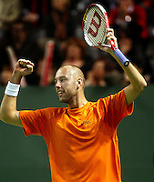 04-03-2006,Swiss,Freibourgh, Davis Cup , Swiss-Netherlands, Peter Wessels wint zijn partij tegen   Stanislas Warinka