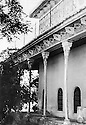Iraq 1940? .Details of the palace in Badowa belonging to Mulla Effendi  .<br /> Irak 1940?  .Details du palais a Badowa appartenant a Mulla Effendi