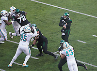 Pass von quarterback Sam Darnold (14) of the New York Jets - 08.12.2019: New York Jets vs. Miami Dolphins, MetLife Stadium New York
