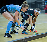Almere - Zaalhockey  Amsterdam-HGC (v) . Joy Haarman (A'dam) met Bernice van Aken (HGC)    .  TopsportCentrum Almere.    COPYRIGHT KOEN SUYK