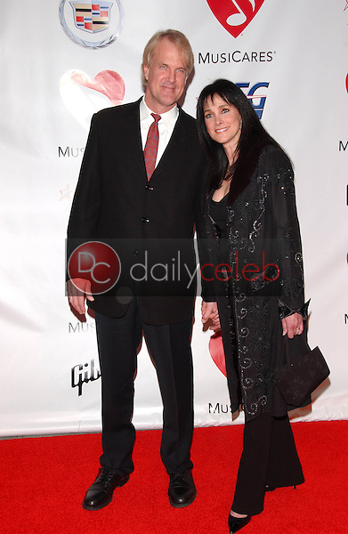John Tesh and Connie Sellecca<br />at the 2006 MusiCares Person of the Year Gala. Los Angeles Convention Center, Los Angeles, CA 02-06-06<br />Dave Edwards/DailyCeleb.com 818-249-4998