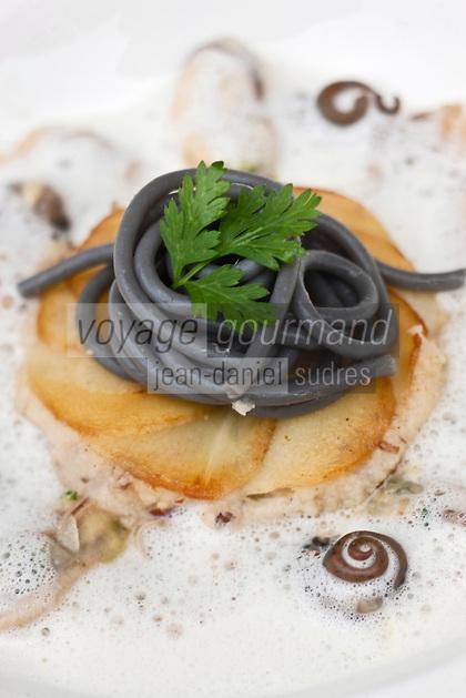 Europe/France/Bretagne/29/Finistère/Brest: Marinière de coquillages et galette de panais, tagliatelles de légumes recette de Yvon Morvan restaurant: L'Armen