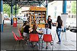 Corsi gratuiti di lingua italiana per stranieri e corsi di cinese, arabo, spagnolo e romeno per italiani, a Torino in piazza Crispi. Luglio 2012
