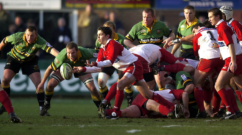 Photo. Richard Lane. .Northampton Saints v Biarritz. Heineken Cup. 11/01/2003..Dimitri Yachvili gets the ball away.