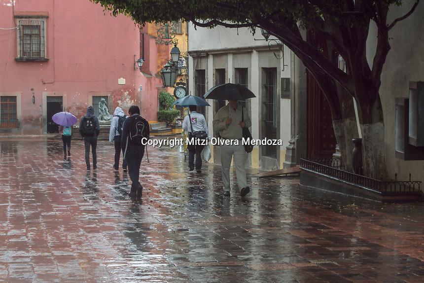 Quer&eacute;taro, Qro. 5 de septiembre 2017.- Aspectos lluvia en el centro hist&oacute;rico del estado de Quer&eacute;taro. <br /> <br /> Foto: Mitzi Olvera