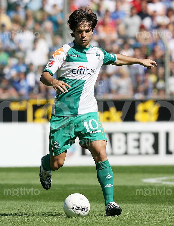 FUSSBALL  1. BUNDESLIGA  SAISON 2007/2008  DIEGO (SV Werder Bremen), Einzelaktion am Ball
