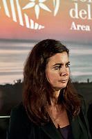 """Pineto - Abruzzo - 2010: Laura Boldrini, portavoce dell'Alto Commissariato delle Nazioni Unite per i Rifugiati (UNHCR), presenta il suo libro """"tutti indietro"""" nel parco del cerrano di Pineto (TE)."""