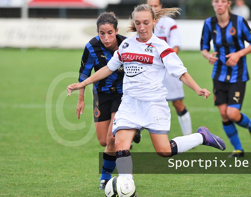 Club Brugge Dames - OHL Oud Heverlee Leuven Dames : Jessica Pironet aan de bal voor Lore Dezeure.Foto David Catry / Vrouwenteam.be
