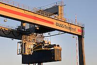 DUSS-Terminal Hamburg-Billwerder: EUROPA, DEUTSCHLAND, HAMBURG, (EUROPE, GERMANY), 10.02.2014: Deutsche Umschlaggesellschaft Schiene–Straße (DUSS) mbH, Terminal Hamburg-Billwerder ist eine wichtige Schnittstelle für den Umschlag von Ladeeinheiten zwischen Strasse und Schiene sowie im nationalen und internationalen Umsteigeverkehr zwischen Gueterzuegen.