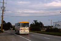 - long line bus on a New Jersey state road ....- autobus di linea lungo una strada statale del New Jersey