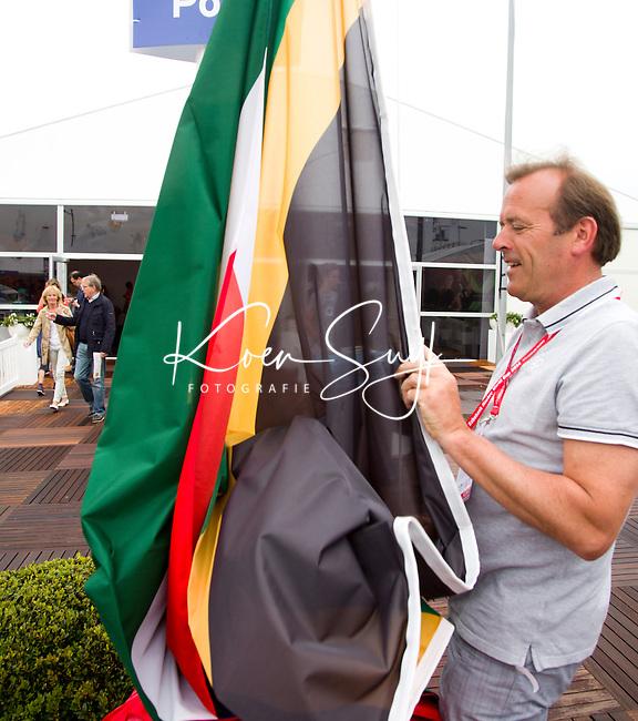 DEN HAAG - 8-6 Vlag hijsen Zuid Afrika. Rabobank World Cup Hockey 2014 . COPYRIGHT KOEN SUYK