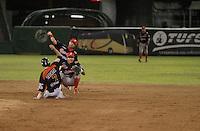 Durante el tercer juego de la serie entre  Venados de Mazatlan y  Naranjeros de Hermosillo  Vinicio Castilla recibió homenaje ademas de realizarte el retiro del numero nueve que uso con Naranjeros.(*Photo:©staff/NortePhoto*)