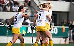 AMSTELVEEN - Hockey - Hoofdklasse competitie dames. AMSTERDAM-DEN BOSCH (3-1).  Ireen van den Assem (Den Bosch) heeft gescoord. links Frederique Matla (Den Bosch) .     COPYRIGHT KOEN SUYK