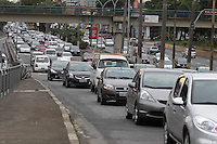 SAO PAULO, SP, 29/05/2013, TRANSITO. A Radial Leste na manha dessa quarta-feira (29) vespera de feriado prolongado de Corpus Christ, tem transito intenso na regiao da Mooca sentido centro da capital.. LUIZ GUARNIERI/BRAZIL PHOTO PRESS.