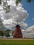 Stara Różanka, 2009-08-09. Murowany wiatrak typu holenderskiego z XIX w. w Starej Różance