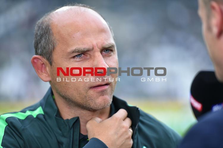 17.09.2016, Borussia-Park, Moenchengladbach, GER, 1.FBL., Borussia Moenchengladbach vs. SV Werder Bremen  <br /> <br /> im Bild / picture shows: <br /> Viktor Skripnik (Trainer Werder Bremen)<br /> <br /> <br /> <br /> Foto &copy; nordphoto / Meuter