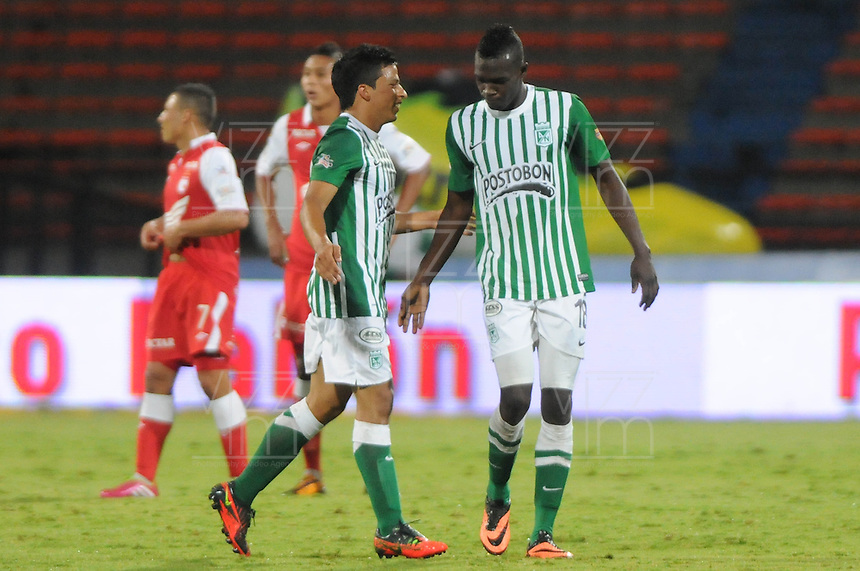 MEDELLÍN -COLOMBIA-08-12-2013. Aspecto del encuentro entre Atlético Nacional y Santafe de la fecha 6 de la Liga Postobón II 2013 realizado en el estadio Atanasio Girardot de la ciudad de Medellín./ Aspect of match between Atlético Nacional and Santafe during 6th date of Postobon  League II 2013 at Atanasio Girardot stadium in Medellin city. Photo: VizzorImage/Luis Ríos/STR