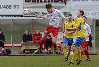 KFC Meulebeke - VV Tielt : Simon Vanmarcke (links) met de kopbal voor Jensy Lanckriet (r)<br /> Foto David Catry | VDB | Bart Vandenbroucke
