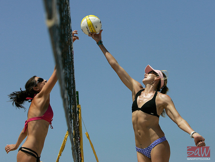 HERMOSA BEACH,CA - AUGUST 7,2009:   Two-time Olympic gold medalist Kerri Walsh, right, makes her comeback at the AVP Hermosa Beach Open August 7, 2009. Michelle More, left, defends during tournament play..Spencer Weiner/Los Angeles Times