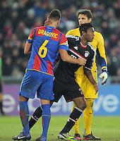 FUSSBALL   CHAMPIONS LEAGUE   SAISON 2011/2012  Achtelfinale Hinspiel   22.02.2012 FC Basel - FC Bayern Muenchen  David Alaba (re, FC Bayern Muenchen) umarmt Aleksandar Dragovic (li,  FC Basel) nach einem Foul