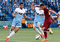 Calcio, Serie A: Lazio vs Roma. Roma, stadio Olimpico, 25 maggio 2015.<br /> Roma's Alessandro Florenzi, right, is challenged by Lazio's Felipe Anderson, left, and Dusan Basta during the Italian Serie A football match between Lazio and Roma at Rome's Olympic stadium, 25 May 2015.<br /> UPDATE IMAGES PRESS/Riccardo De Luca
