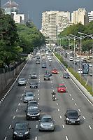 SÃO PAULO, SP, 23.12.2016 – TRÂNSITO-SP: Trânsito na Av. 23 de Maio, próximo ao Parque do Ibirapuera, zona sul de São Paulo na tarde desta sexta-feira. (Foto: Levi Bianco/Brazil Photo Press)