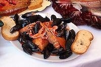 Italien, Elba, Marina di Campo, Fischgericht Cacciucco  im Restaurant L'Aragosta