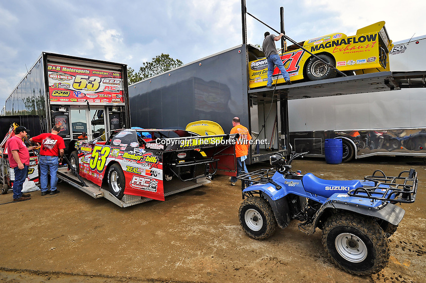 Feb 07, 2011; 3:58:43 PM; Gibsonton, FL., USA; The Lucas Oil Dirt Late Model Racing Series running The 35th annual Dart WinterNationals at East Bay Raceway Park.  Mandatory Credit: (thesportswire.net)