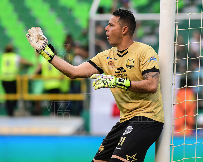 PALMIRA - COLOMBIA, 27-04-2019: Luis Delgado arquero del Rionegro en acción durante el partido por la fecha 18 de la Liga Águila I 2019 entre Deportivo Cali y Rionegro Águilas jugado en el estadio Deportivo Cali de la ciudad de Palmira. / Luis delgado goalkeeper of Rionegro in action during the Final second leg match between Deportivo Cali and Rionegro Aguilas of the Aguila League I 2019 played at Deportivo Cali stadium in Palmira city.  Photo: VizzorImage / Nelson Rios / Cont