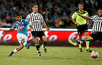 Calcio, Serie A: Napoli vs Juventus. Napoli, stadio San Paolo, 26 settembre 2015. <br /> Napoli's Lorenzo Insigne, left, kicks to score during the Italian Serie A football match between Napoli and Juventus at Naple's San Paolo stadium, 26 September 2015.<br /> UPDATE IMAGES PRESS/Isabella Bonotto