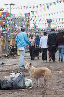 """Procissão do """"Trabalhador Christ Chapel"""" (Capela Cristo Obrero) para o centro da Villa 31 comemora o 40 º aniversário do assassinato do Padre Carlos Mugica, morto a tiros por um membro do grupo de direita Triplo A. A Villa 31, a mais emblemática das favelas de Buenos Aires, era o lugar onde Mugica viveu e pregou, assim como o seu local de sepultamento. (FOTO: PATRICIO MURPHY / BRASIL PHOTO PRESS)."""
