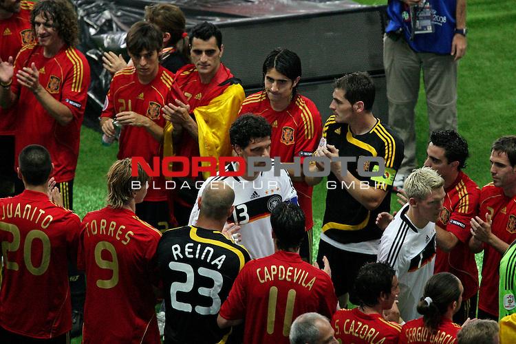 UEFA Euro 2008  Finale - Spanien Europameister 2008<br /> <br /> Vienna - Ernst Happel Match 32<br /> Deutschland ( GER ) - Spanien ( ESP ) 0:1<br /> Michael Ballack (Germany / Mittelfeldspieler / Midfielder /  Chelsea London #13) geht durch den Spalier der spanischen Spieler <br /> <br /> Foto &copy; nph (  nordphoto  )<br /> <br /> <br /> <br />  *** Local Caption ***