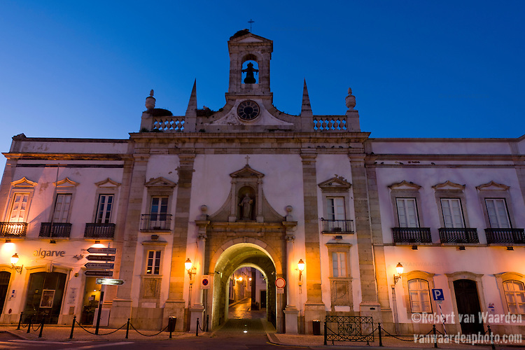 The town of Faro before the sunrise