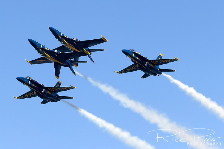 Blue Angels in the double farvel formation.