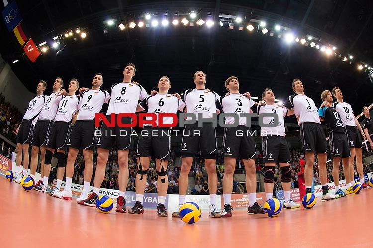 05.01.2014, MHP Arena, Ludwigsburg<br /> Volleyball, Qualifikation WM 2014, Deutschland vs. T&uuml;rkei / Tuerkei<br /> <br /> Philipp Collin (#20 GER), Tim Broshog (#15 GER), Lukas Kampa (#11 GER), Georg / Gy&ouml;rgy / Gyoergy Grozer (#9 GER), Marcus B&ouml;hme / Boehme (#8 GER), Denis Kaliberda (#6 GER), Sebastian K&uuml;hner / Kuehner (#5 GER), Sebastian Schwarz (#3 GER), Markus Steuerwald (#2 GER), Christian Fromm (#1 GER), Ferdinand Tille (#12 GER), Jochen Sch&ouml;ps / Schoeps (#10 GER)<br /> <br />   Foto &copy; nordphoto / Kurth