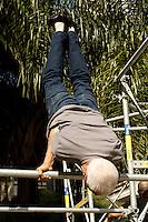 SÃO PAULO, 30 de JUNHO, 2012 - VIRADA ESPORTIVA - Strongman-levantamento de peso, skate night, slide, rapel, tirolesa, tobogã, escalada entre outras atrações no Vale do Anhangabaú foi a programação da Virada Esportiva na manhã de sábado, 30 -  FOTO  LOLA OLIVEIRA - BRAZIL PHOTO PRESS