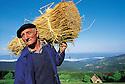 01/07/97 - FOREZ - PUY DE DOME - FRANCE - Joseph GOURBERT, chaumier - Photo Jerome CHABANNE