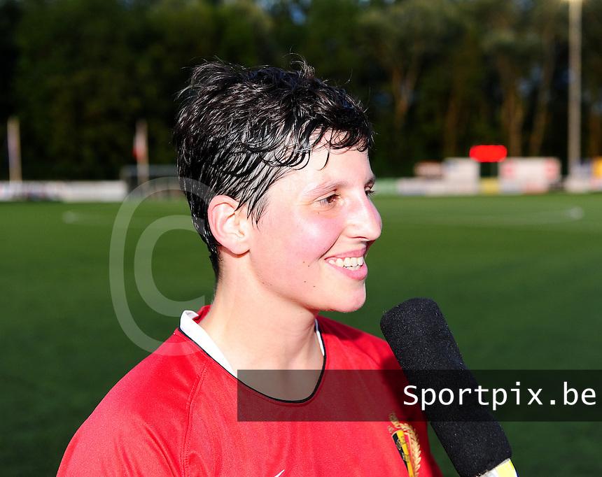 Vriendschappelijke interland vrouwenvoetbal : Belgium A - France A te Nieuwpoort ;..Kelly Paulus..foto DAVID CATRY / Vrouwenteam.be