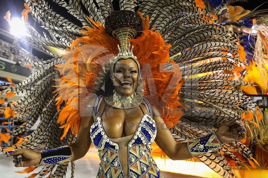 RIO DE JANEIRO, RJ, 05.02.2016 - CARNAVAL-RJ - Integrantes da escola de samba Alegria da Zona Sul durante primeiro dia de desfiles do grupo de acesso série A do Carnaval do Rio de Janeiro no Sambódromo Marquês de Sapucaí na região central da capital fluminense na noite desta sexta-feira, 05. (Foto: Vanessa Carvalho/Brazil Photo Press)