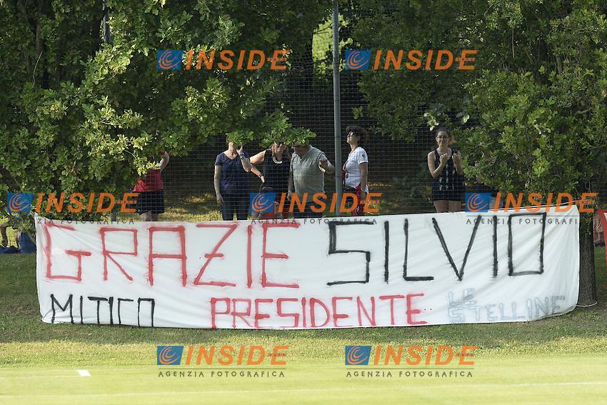 Carnago (Va) 07/07/2015 - 2016/2017 Calcio raduno A.C. Milan Football pre season training  / foto Daniele Buffa/Image Sport/Insidefoto<br /> <br /> <br /> nella foto: striscione tifosi Milan. Banner for Silvio Berlusconi