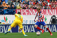 Atletico Madrid´s Spanish forward Fernando Torres and Getafe´s  defense Velazquez