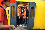 Amsterdam, 30 april 2011.Koninginnedag op en rond Amsterdam Centraal Station; terugkerende feestvierders in de trein naar huis..Foto Felix Kalkman