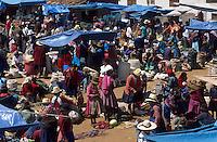 Amérique/Amérique du Sud/Pérou/Urubamba : Vue d'ensemble du marché