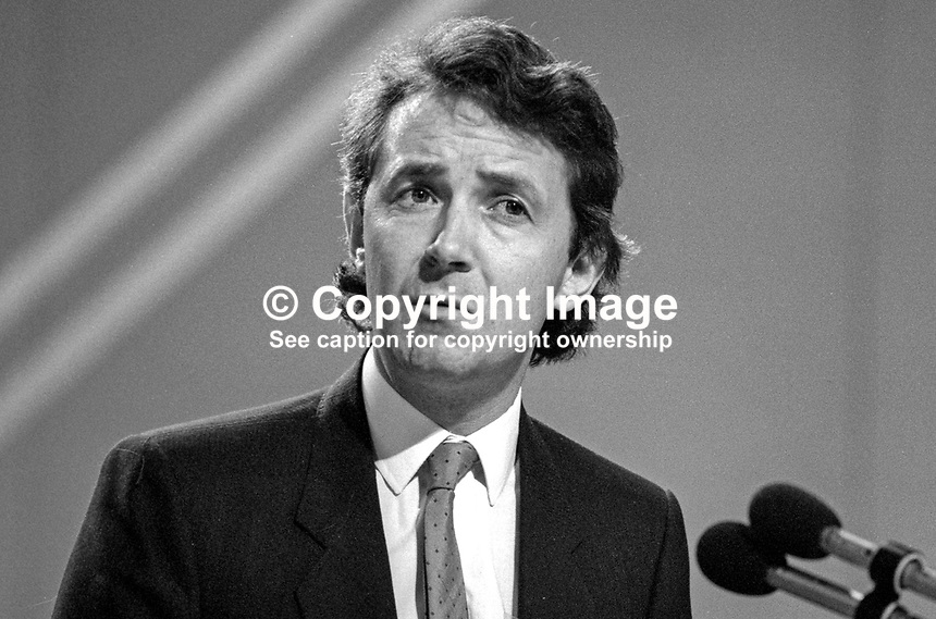 David Alton, MP, Liverpool Mossley Hill, Liberal Party, UK, platform, speaking, annual conference, 19860915DA2<br />