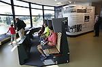 Foto: VidiPhoto<br /> <br /> ARNHEM – Het twee jaar oude informatiecentrum Airborne at the Bridge aan de Waalkade in Arnhem. Het infocentrum, vlak bij de John Frostbrug, trekt veel toeristen en geeft met onder andere een animatiefilm en kort bestek een overzicht van de gebeurtenissen rond de Slag bij Arnhem, het slotstuk van de Operatie Market Garden. Het infocentrum is onderdeel van het Airbornemuseum in Oosterbeek. De toegang is gratis.