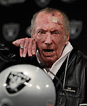 Oakland Raiders owner Al Davis gestures  during an NFL football news conference introducing Hue Jackson as the team's new coach at Raiders headquarters in Alameda, Calif., Tuesday, Jan. 18, 2011.  (AP Photo/Paul Sakuma)
